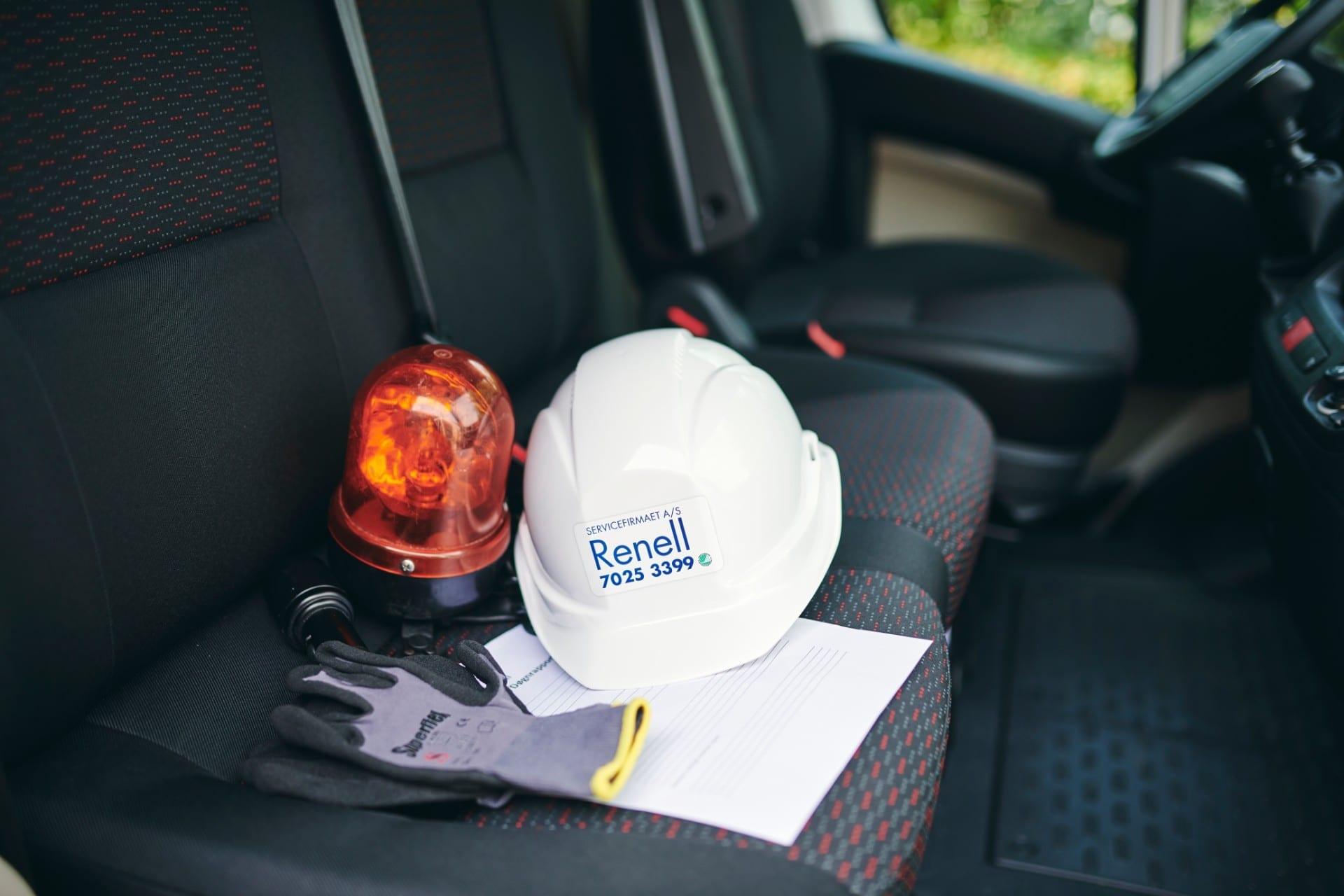 Renell-hjelm og udstyr til skadeservice